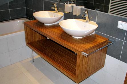 Koupelna - dýha Zebrano