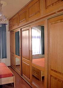 Skříně s posuvnými dveřmi
