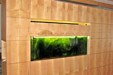 Skříň s akváriem