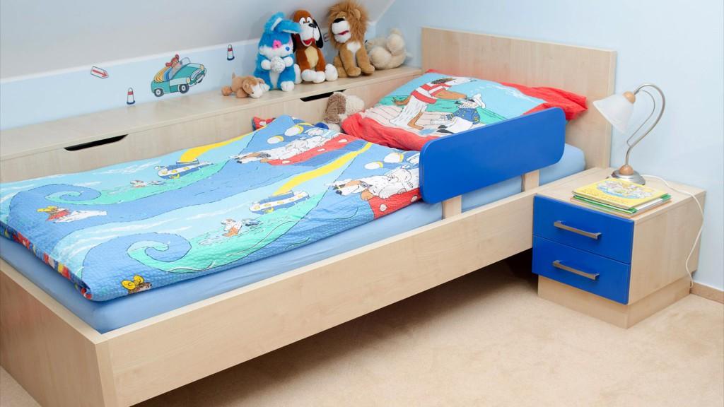 Dětský pokoj - postel se zábranou