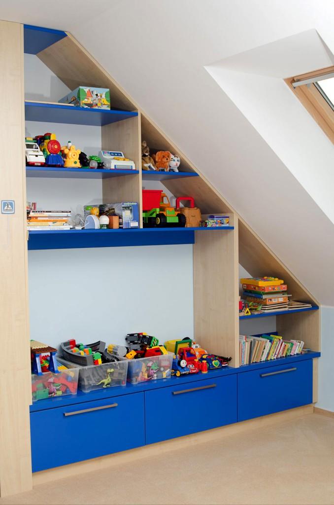 Dětský pokoj - vestavná stěna v podkroví