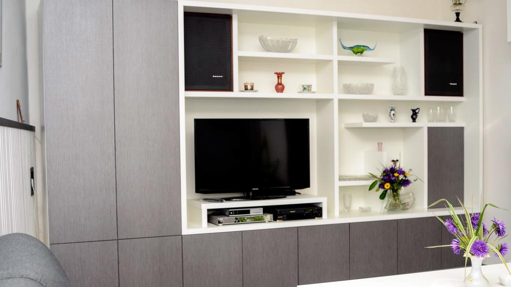 Obývací stěna z lamina šedivá/bílá