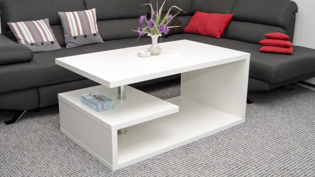 Konferenční stolek k šedo bílé obývací stěně