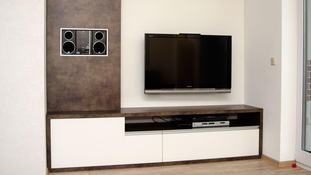 """Obývací stěna k TV se zásuvkou do tvaru """"L"""""""