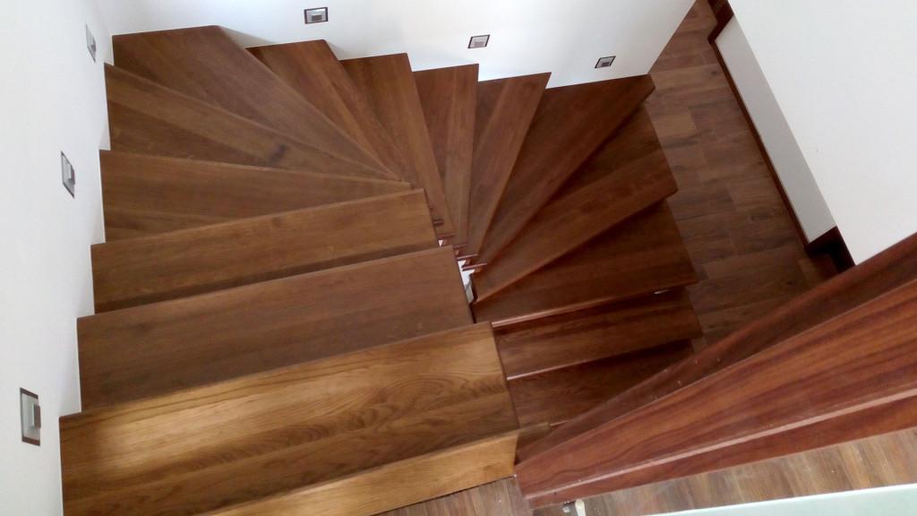 Obložení betonových schodů dubem
