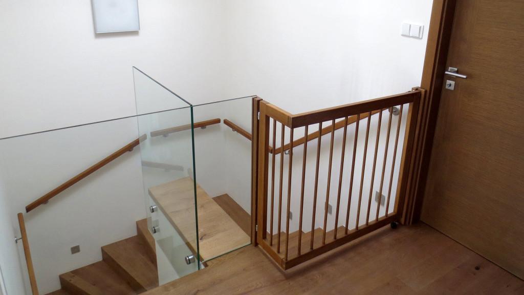 Zábradlí - otvírací zábrana na schodiště
