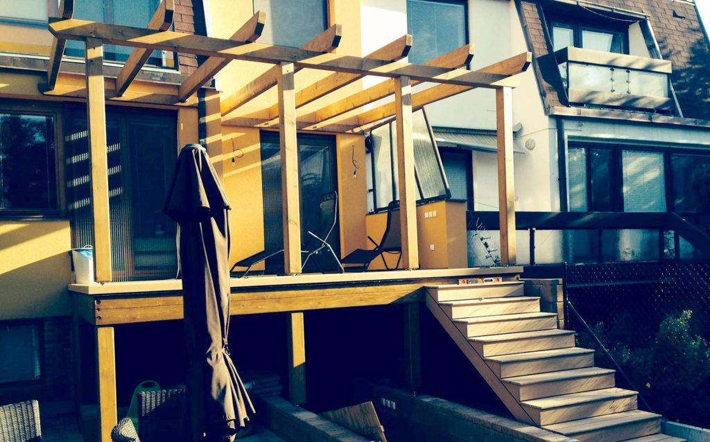 Pergola v patře se schodištěm