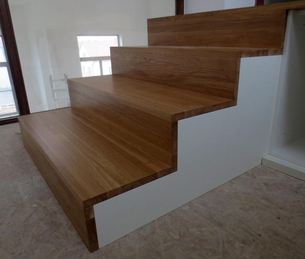 Dubové schody s úložným prostorem