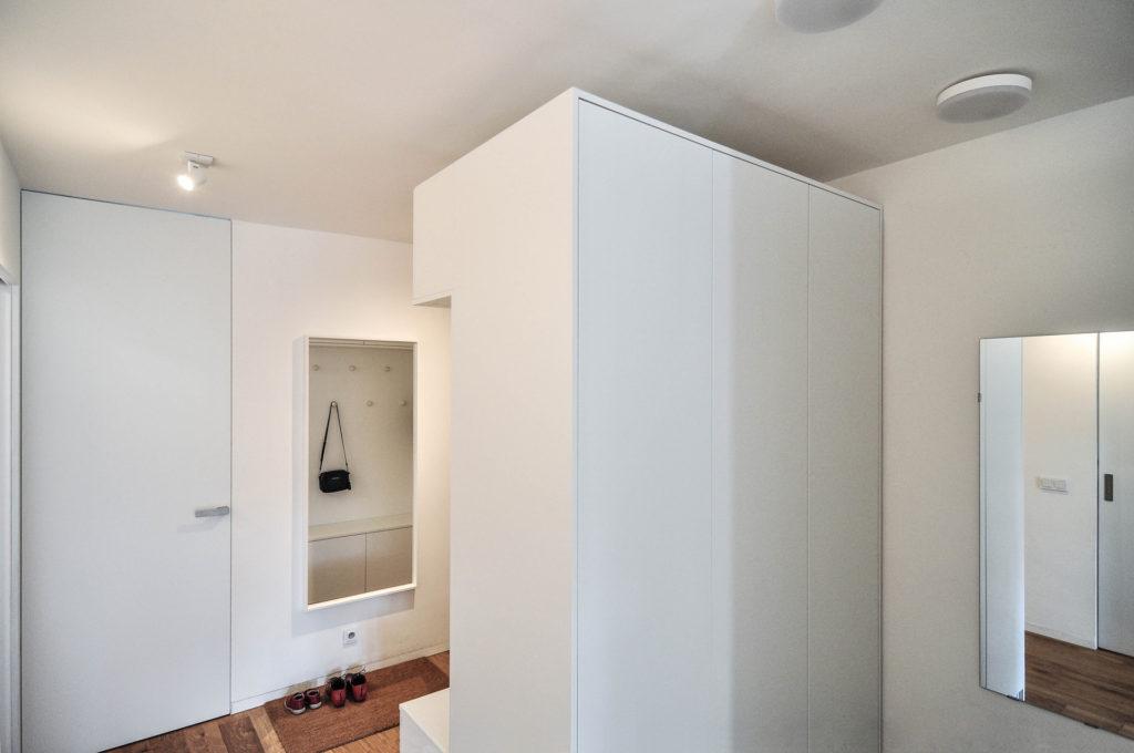 Skříně a úložný prostor u vstupu