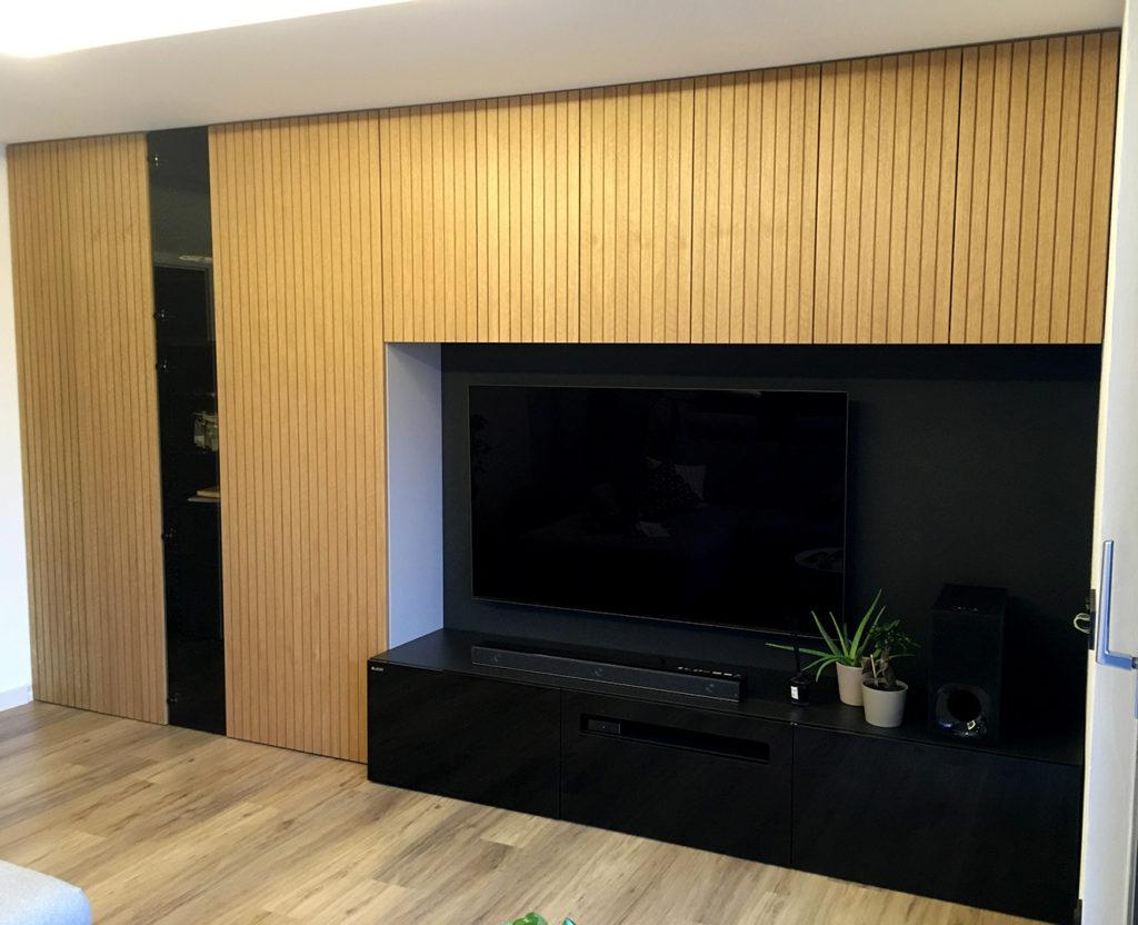 Obývací stěna, vestavná skříň a TV stolek - vše v jednom
